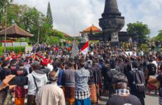 Temui Para Pedemo Arya Wedakarna, Pernyataan Bupati Klungkung Bikin Adem - JPNN.com