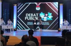 Calon Wakil Wali Kota Surabaya dari PDIP Lontarkan Kesalahan di Debat Kandidat - JPNN.com