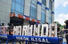 Bea Cukai Marunda Musnahkan Miras dan Rokok Ilegal Senilai Rp 411 Juta - JPNN.com