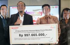 Turut Andil dalam Mencerdaskan Anak Bangsa, Sharp Donasikan Ratusan Smartphone dan Notebook - JPNN.com
