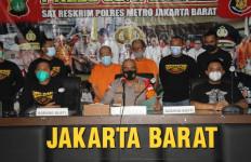 Polisi Bekuk Dua Pelaku Judi Togel Online di Kedai Kopi Jakbar - JPNN.com