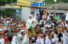 Ups! Prediksi Mahfud MD Meleset, Massa yang Jemput Habib Rizieq Sampai 3 Juta Orang Lho - JPNN.com