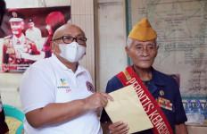 Kemensos Bersilaturahmi dan Berikan Tunjangan Kehormatan kepada Perintis Kemerdekaan - JPNN.com