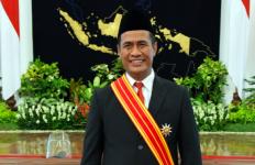 Dapat Penghargaan dari Presiden Jokowi, Mantan Mentan Amran: Ini untuk Petani Indonesia - JPNN.com