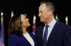 Total Dukung Istri, Suami Kamala Harris Tinggalkan Jabatan Bergengsi - JPNN.com