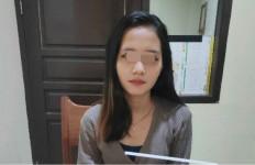 Di Dalam Kontrakan, Gadis Cantik Ini Melakukan Hal yang tak Patut Ditiru - JPNN.com