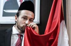 Marc Klok Sah Jadi WNI, Nih Penampakannya Pakai Peci Hitam - JPNN.com
