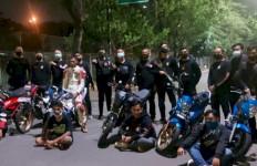 Detik-detik Penangkapan 7 Pemuda di Jakarta Barat, Nyaris Melarikan Diri - JPNN.com