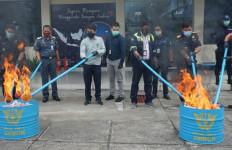 Bea Cukai Musnahkan Belasan Juta Rokok dan Barang Ilegal - JPNN.com