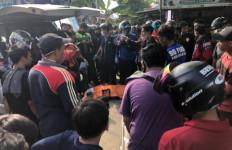 Pengendara Matik Tewas Dilindas Truk, Kondisi Kepala Mengenaskan, Warga Sampai Histeris - JPNN.com