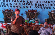 Sertipikat Tanah Program Transmigrasi Diserahkan di Desa Bakutaru - JPNN.com