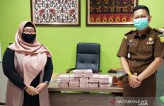 Lihat, Tumpukan Uang Ini Hasil Korupsi yang Dikembalikan Azwar - JPNN.com