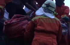 Warga Jatinegara Tewas di Atas Atap, Untung Anak Buah Anies Baswedan Sigap - JPNN.com