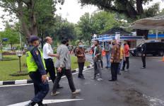 Pengin Bertemu Pejabat, Demonstran Nekat Terobos Gerbang Kemenhub - JPNN.com