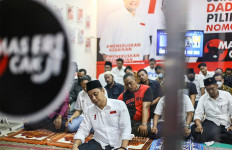 Eri Cahyadi jadi Imam Salat Magrib Jelang Debat, Ini Surah yang Dia Baca - JPNN.com