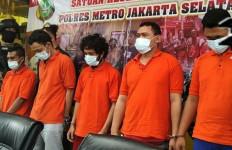 5 Polisi Gadungan Bermodus Tuduh Korban Pengedar Narkoba Beraksi di Apartemen - JPNN.com