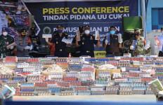 Lagi, Bea Cukai Musnahkan Belasa Juta Batang Rokok Ilegal - JPNN.com