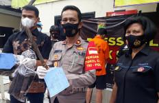 Marah Besar, Pak RT Bacok Warga - JPNN.com