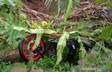 Innalillahi, Jasad Pemotor Ditemukan, Satu Mobil dan Penumpangnya Masih Tertimbun Longsor - JPNN.com
