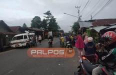 Ambulans Bawa Jenazah Bayi, Tiba-Tiba Oleng, Brak.., Warga Geger - JPNN.com