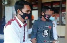Siswi Curhat kepada Ibu Gurunya, Polisi Gerak Cepat, Barang Bukti Sarung dan 2 Celdam - JPNN.com