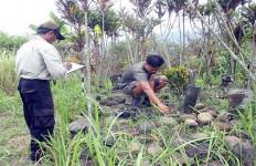 Heboh Penemuan Situs Batu Kujang di Gunung Manglayang, Konon Batas Kerajaan Sunda dan Galuh - JPNN.com