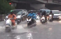 Hujan Deras, Empat RT dan Tiga Ruas Jalan di DKI Jakarta Banjir - JPNN.com