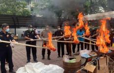 Bea Cukai Aceh Musnahkan 2,5 Ton Gula Impor Ilegal - JPNN.com
