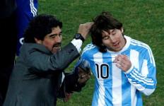 Messi dan Ronaldo Bilang Begini Atas Wafatnya Maradona - JPNN.com