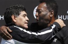 Sungguh Menyedihkan Ucapan Dukacita Pele Ditinggal Maradona - JPNN.com