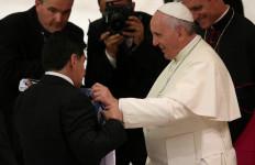 Maradona Tutup Usia, Paus Fransiskus Terus Mengingatnya Dalam Doa - JPNN.com