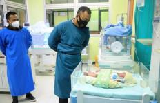 Bu Nurul Kaget Melihat Bayi Mungil di Antara Pohon Pisang, Alhamdulillah - JPNN.com