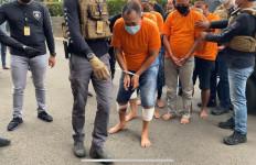Puluhan Kali Beraksi, Kawanan Perampok Bermodus Mengaku Petugas Kelurahan Ditembak, Dooor! - JPNN.com