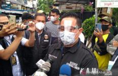 Anggota Polda Metro & TNI Datangi Rumah Habib Rizieq, Bawa Sesuatu, Laskar FPI Sempat Menghalangi - JPNN.com