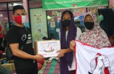 KAMI Milenial Beri Sembako untuk Korban Kebakaran di Menteng Atas Jakarta - JPNN.com