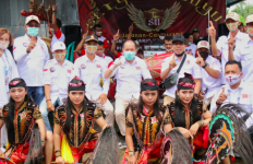Seniman Kapuas Beberkan Kepedulian Ben Bahat kepada Budaya Tradisional - JPNN.com