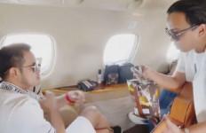 Crazy Rich Malang Ini Bikin Heboh, Sawer 'Pengamen' Pakai Dolar di Jet Pribadi - JPNN.com