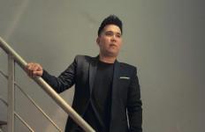 Finalis The Voice Indonesia, Michel Benhard Bahas Perselingkuhan di Lagu Aku Rela - JPNN.com