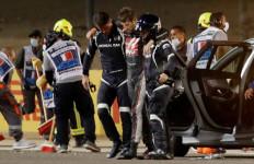 Mobil Terbelah Dua, Api Berkobar, Ajaib Romain Grosjean Selamat - JPNN.com