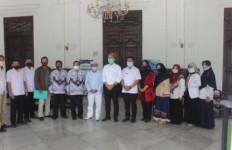 Guru Honorer Tua Belum Menyerah, Targetnya Keppres PNS dari Presiden Jokowi - JPNN.com