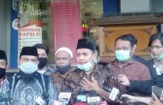Kuasa Hukum Habib Rizieq Memohon Wartawan Catat Satu Hal Ini - JPNN.com