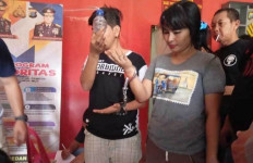 12 Orang Gelar Pesta Terlarang di Rumah, Berhamburan Saat Digerebek, Pasangan Ini Pasrah - JPNN.com