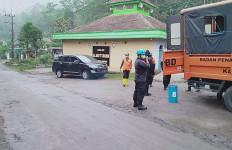 Waspada, Luncuran Awan Panas Guguran Gunung Semeru Berjarak 2.000 Meter - JPNN.com