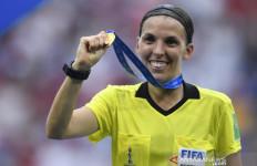 Ini Dia Sosok Wasit Wanita Pertama yang Pimpin Laga Liga Champions - JPNN.com