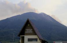 Suara Dentuman Terdengar Sangat Keras dari Gunung Ili Lewotolok - JPNN.com