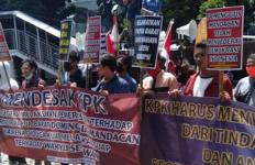 Massa Mahasiswa Desak KPK Usut Tuntas Dugaan Praktik Korupsi di Papua Barat - JPNN.com