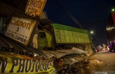 Kronologi Truk Tabrak 5 Kendaraan di Sumedang, Ngeri, 2 Orang Tewas - JPNN.com