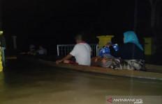 Banjir Makin Parah, Listrik Padam, Warga Terpaksa Mengungsi - JPNN.com