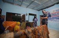 Ibas Ajak Generasi Muda Lestarikan Batik Pacitan dengan Membatik - JPNN.com