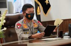 Serahkan Tongkat Komando kepada Listyo Sigit, Jenderal Idham Dua Kali Mengucap Maaf, Menyentuh - JPNN.com